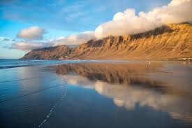 Explore Famara Beach Lanzarote - Best Excursions to Famara Beach - Best Tours To Famara Beach - Volcanic Landscape with Geysery & Eatery